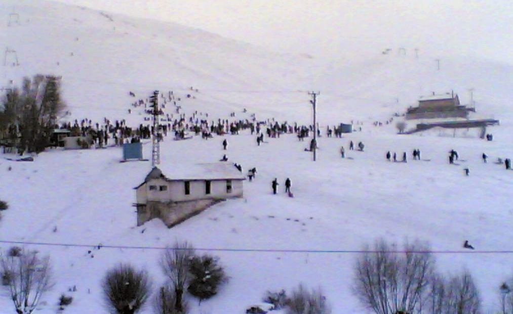 Hava kuvvetlerine ait teleski tesisi kar üstü aracı ve kafeterya